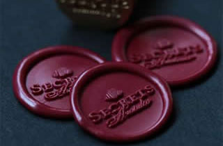 Seal and sealing wax stickers in red color