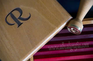 De luxe sealing wax set in engraved wooden box with initial R